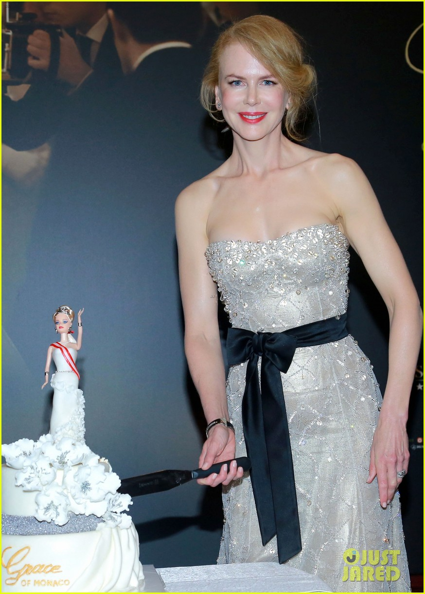 nicole kidman cuts grace of monaco cake in shanghai 063136352
