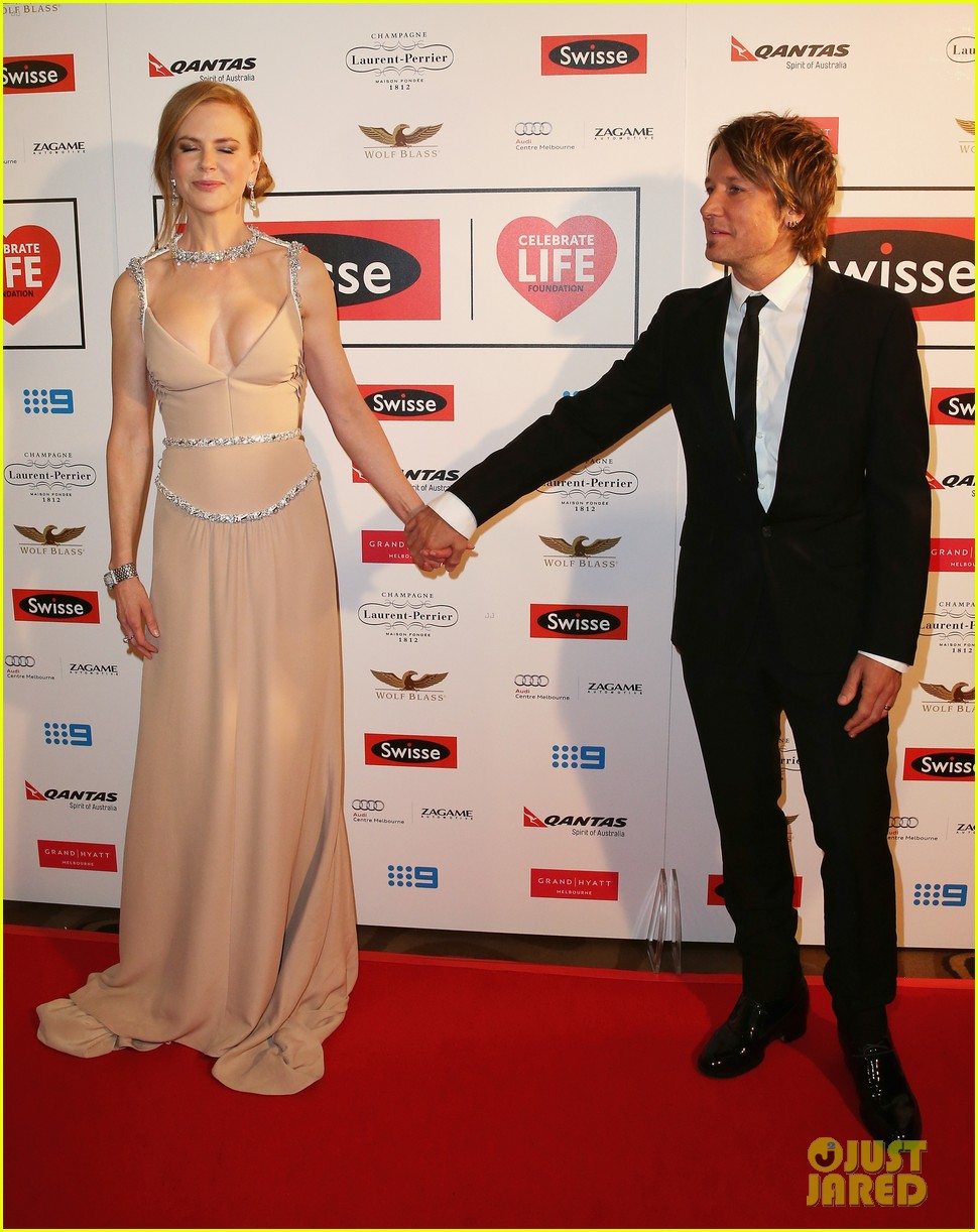 nicole kidman keith urban share sweet glance 053134609