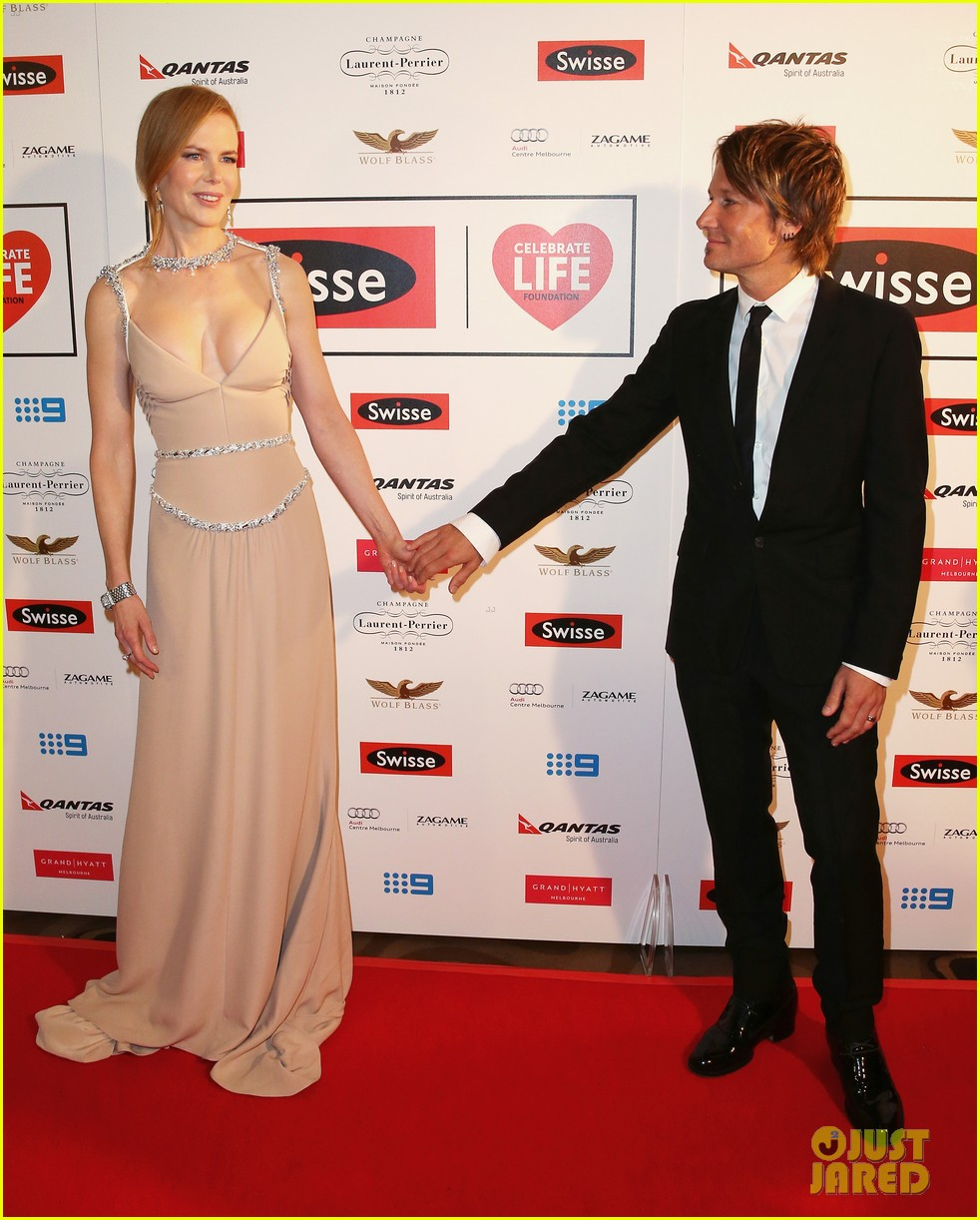 nicole kidman keith urban share sweet glance 123134616