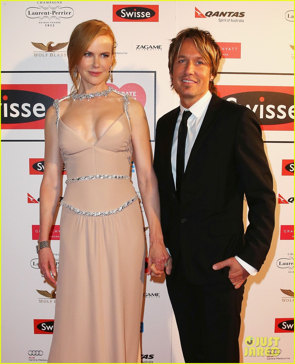nicole kidman keith urban share sweet glance 153134619