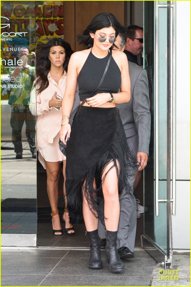 kim kardashian cleavage on full display for khloe birthday 033145131
