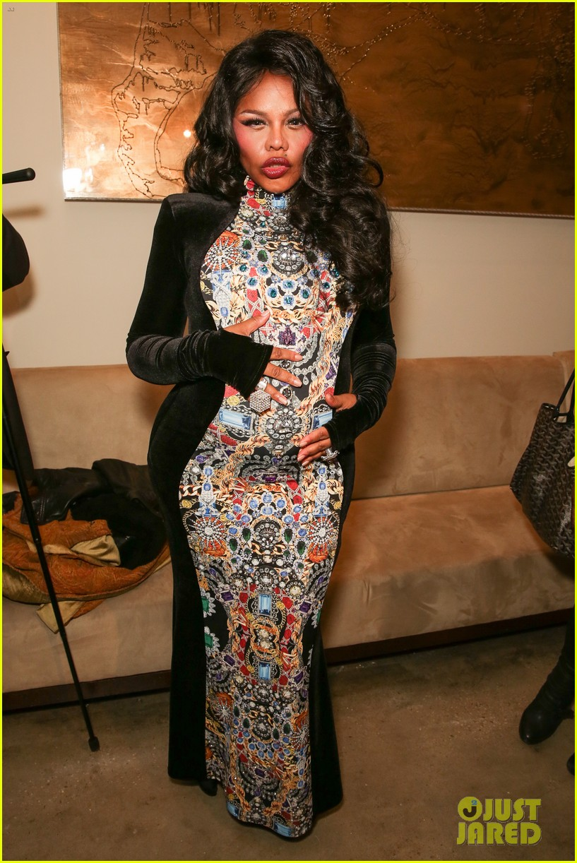 lil kim gives birth to baby birl royal reign 073131854