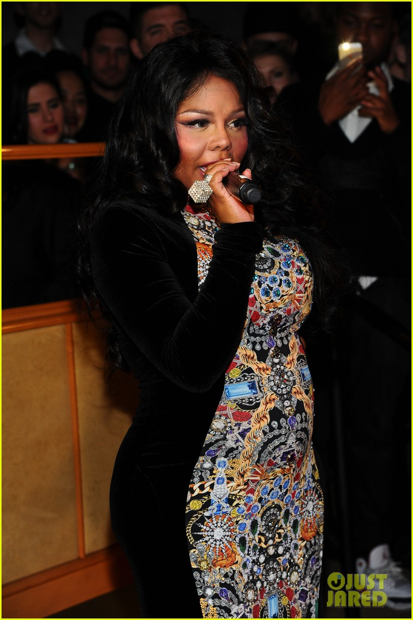lil kim gives birth to baby birl royal reign 083131855