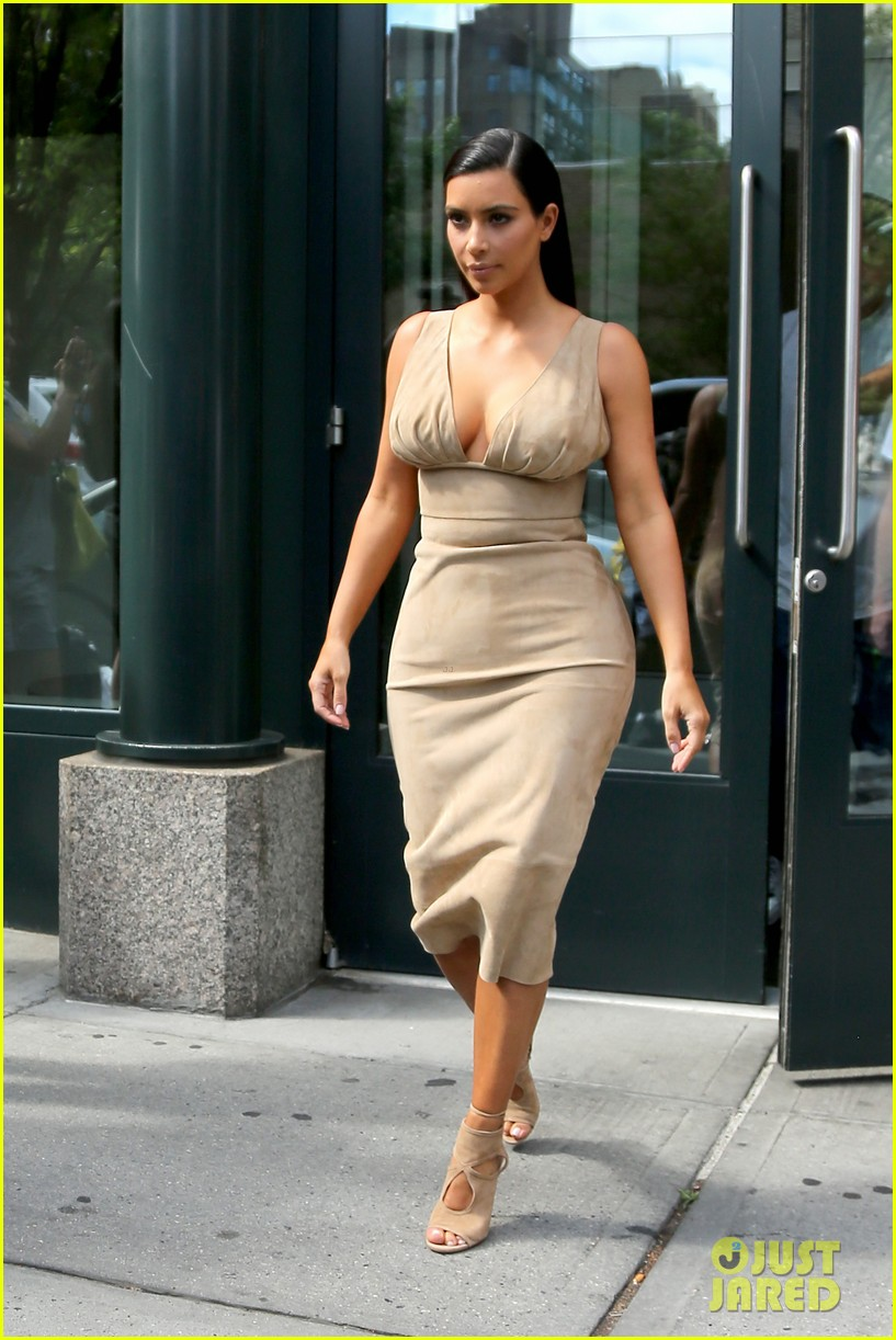 kim kardashian leaves her blonde wig at home 013143957