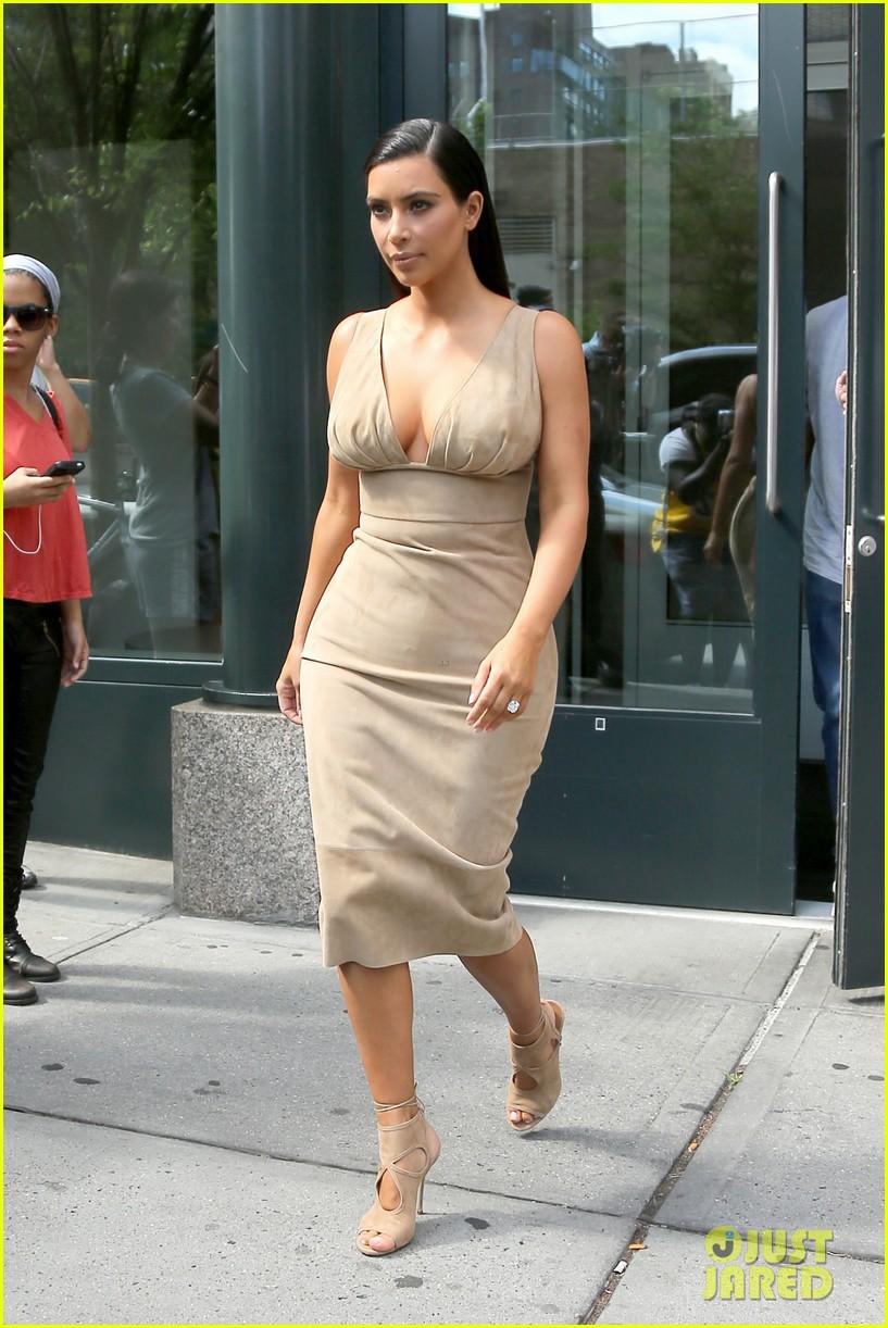kim kardashian leaves her blonde wig at home 093143965