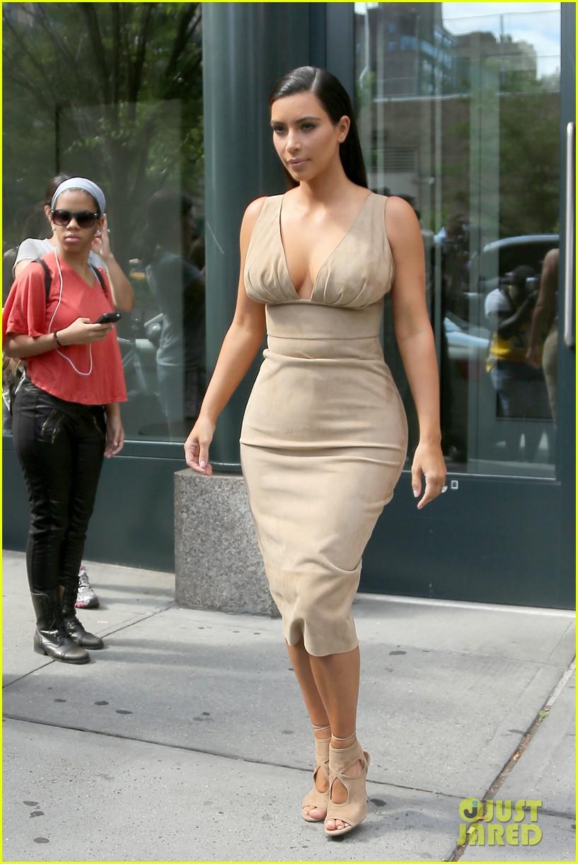 kim kardashian leaves her blonde wig at home 103143966
