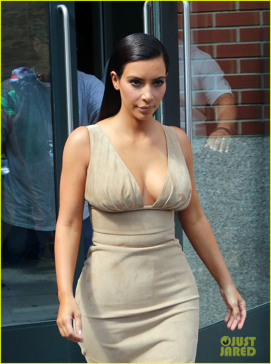 kim khloe kourtney kardashian have lunch together 08