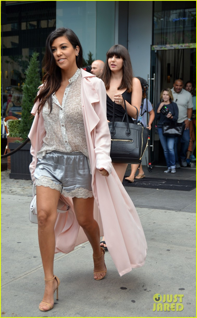 kim khloe kourtney kardashian have lunch together 233144142