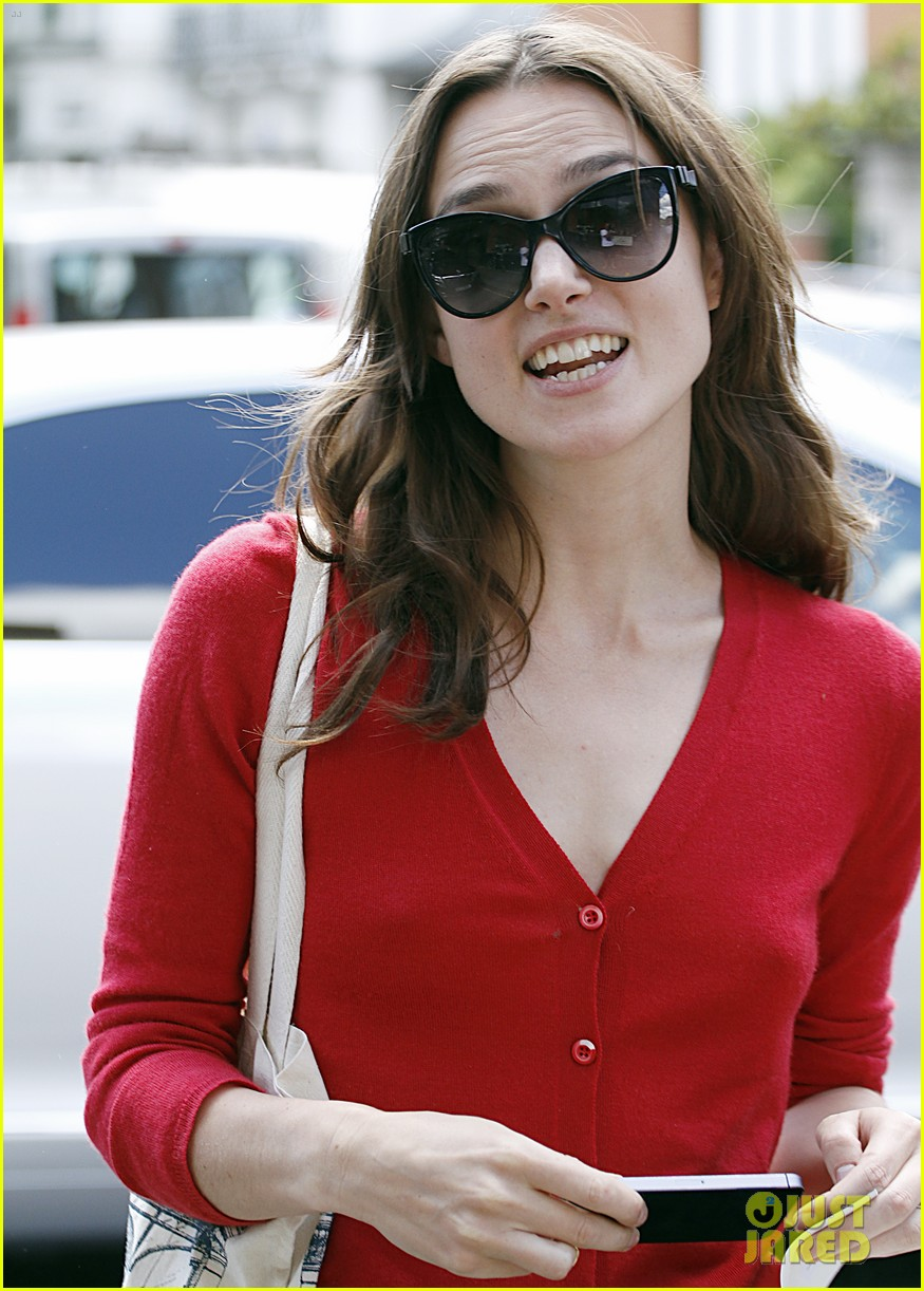 keira knightley gives herself a 50000 salary a year 023133229