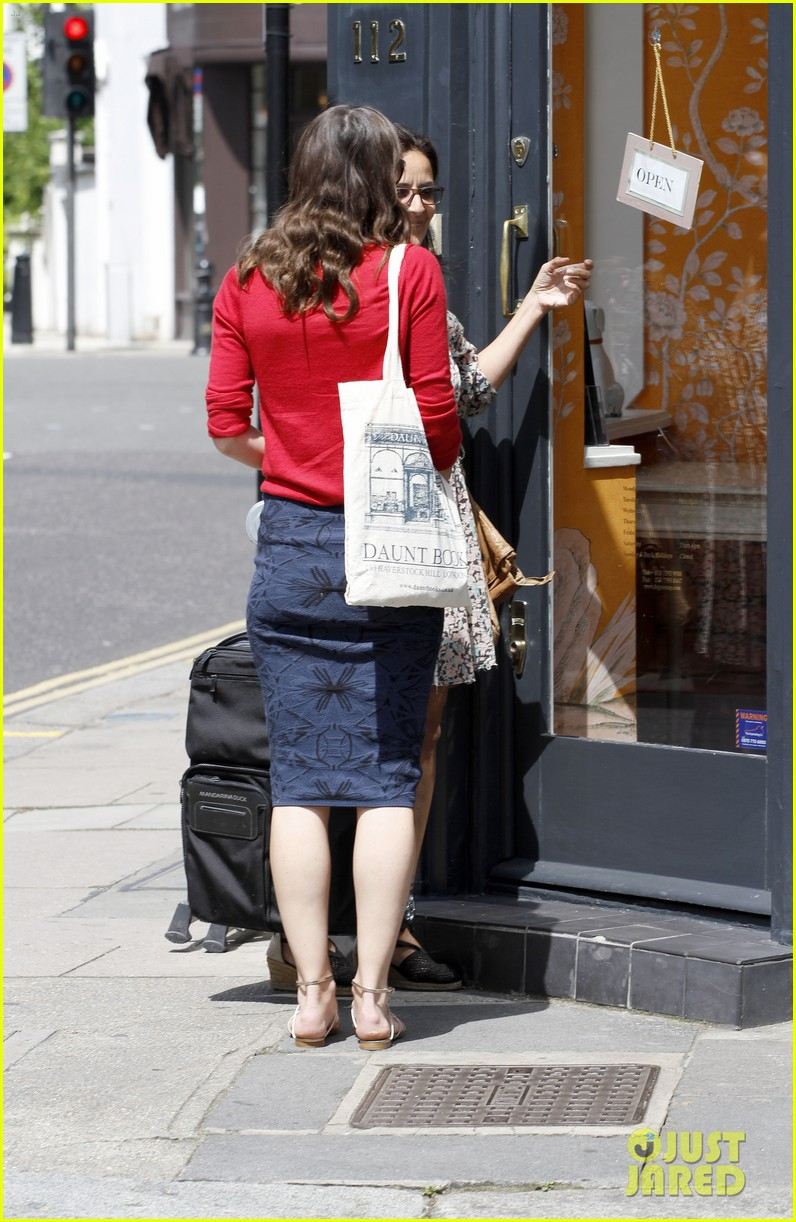 keira knightley gives herself a 50000 salary a year 053133232