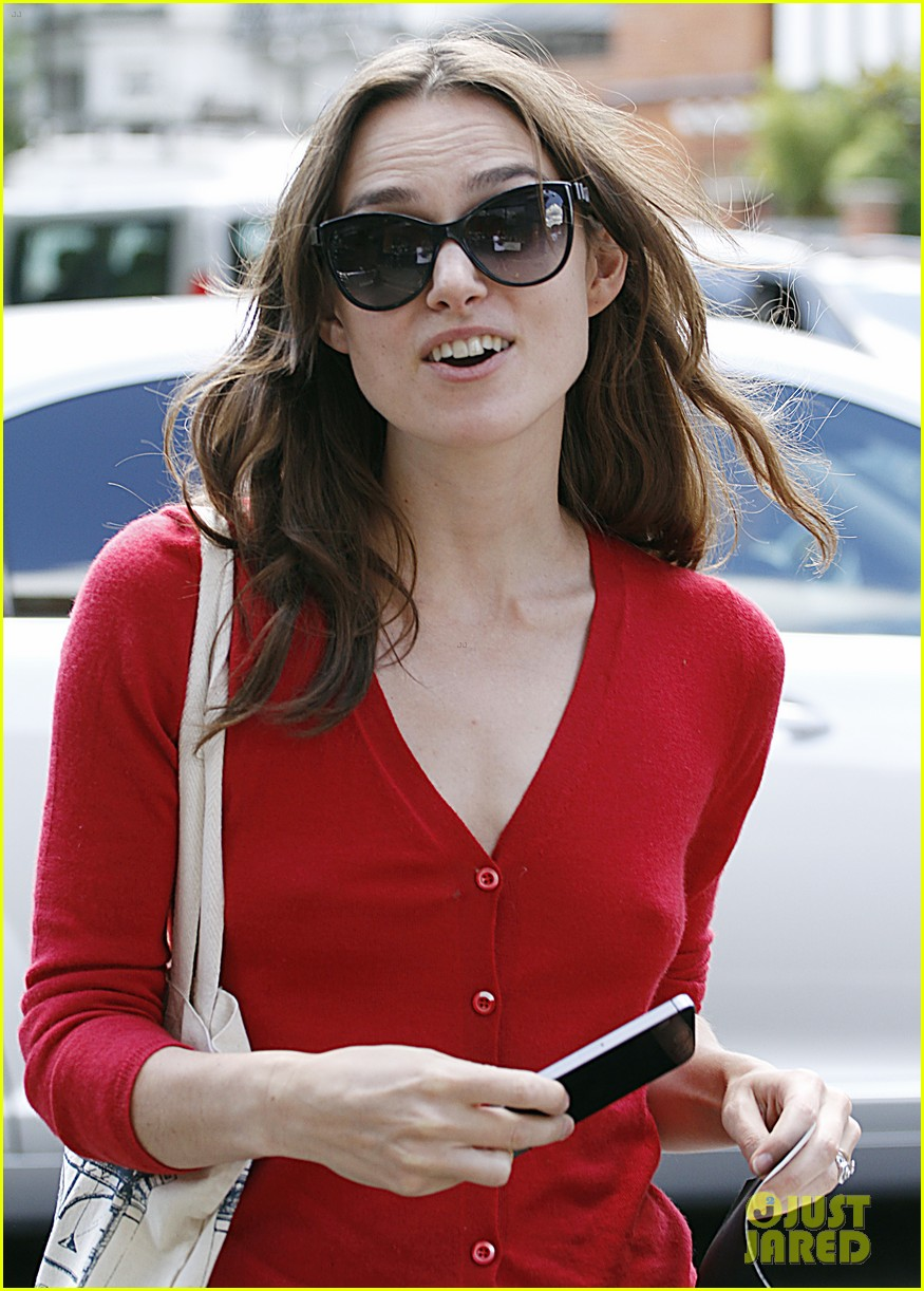 keira knightley gives herself a 50000 salary a year 163133243