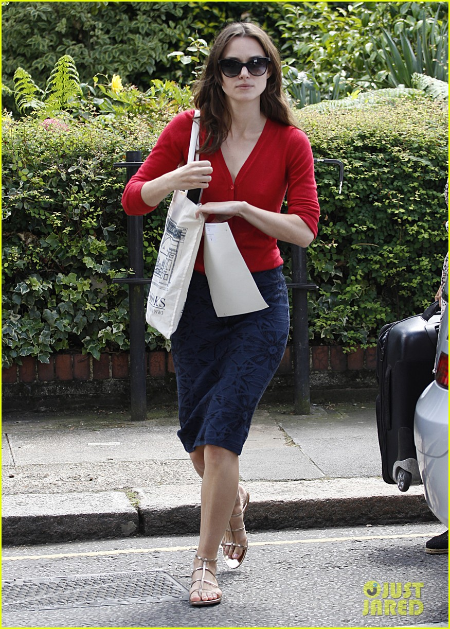 keira knightley gives herself a 50000 salary a year 233133250