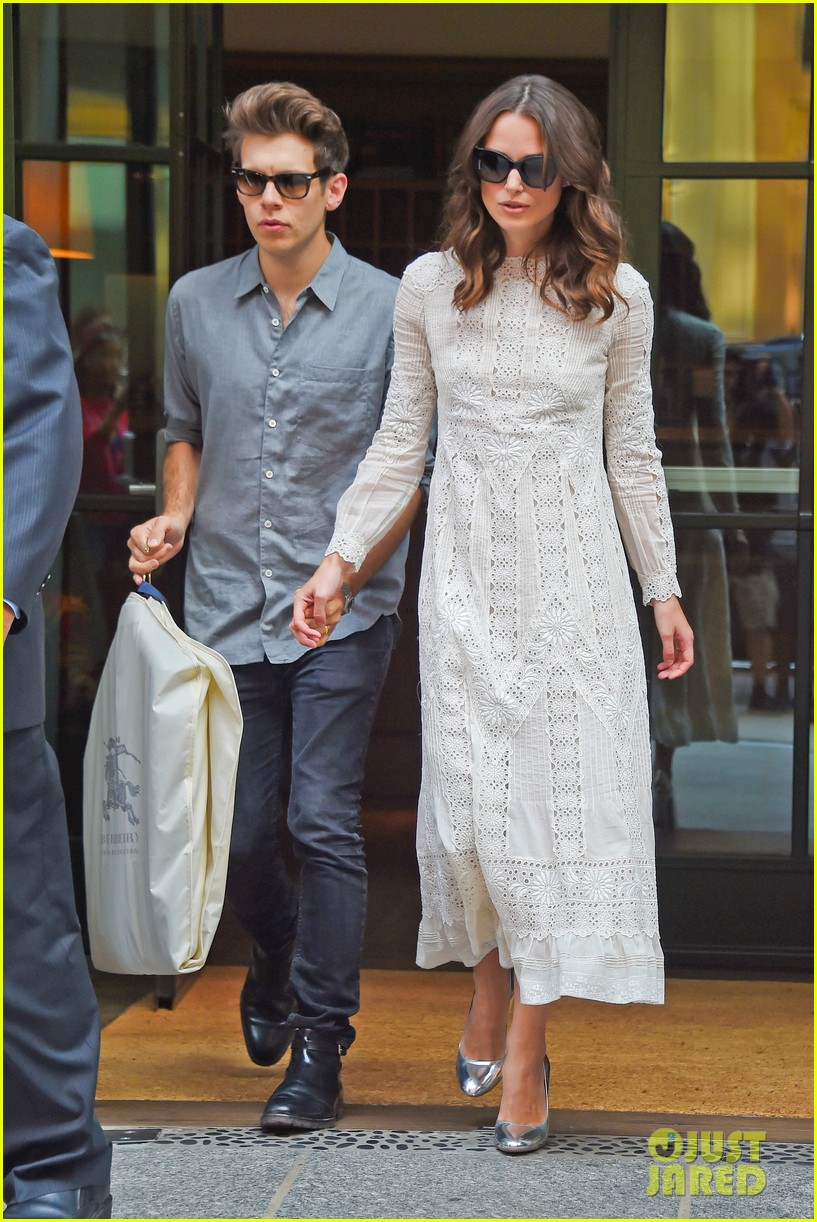 keira knightley james righton begin again premiere 143143406