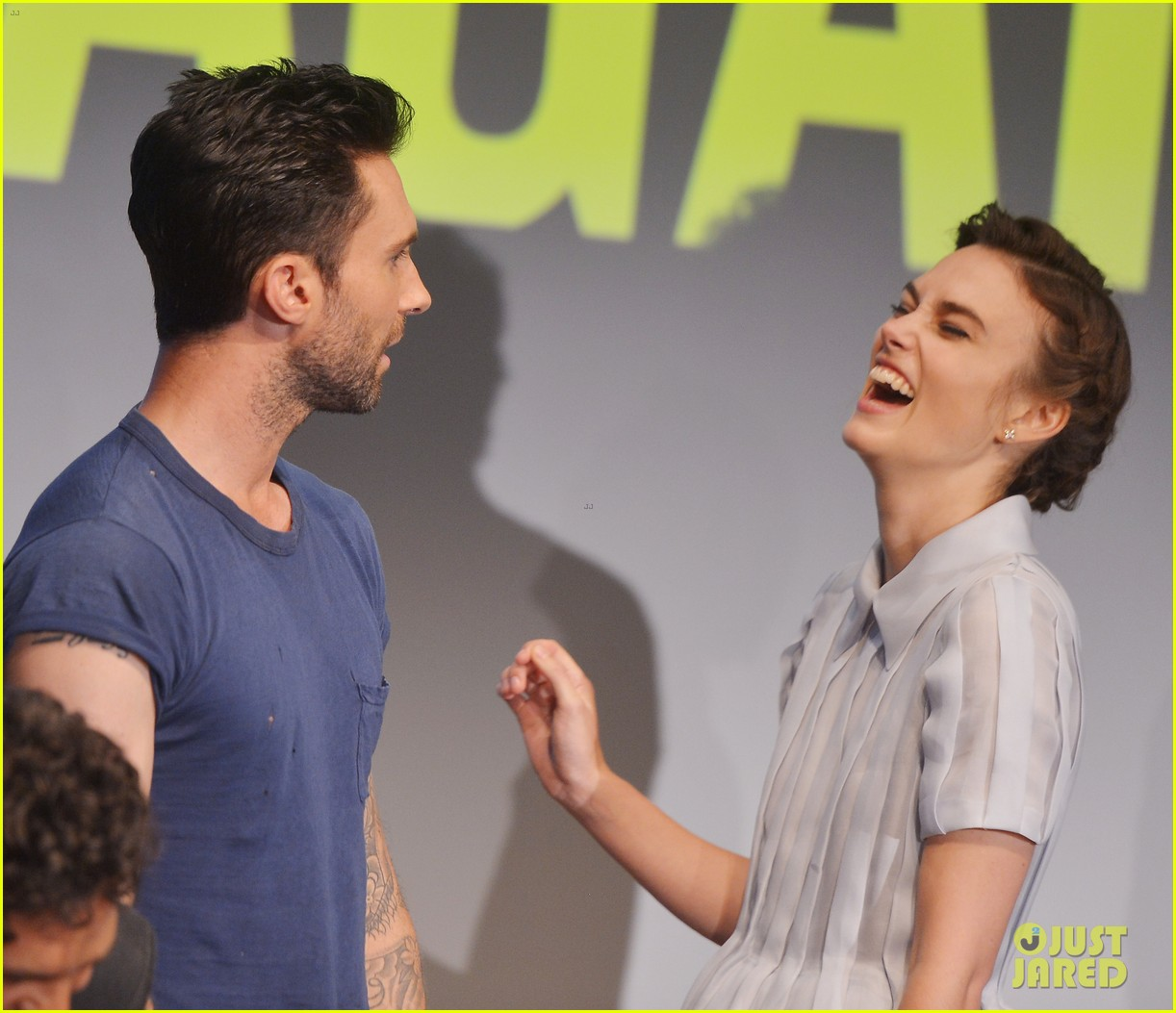 keira knightley cant stop laughing when with adam levine 023144189