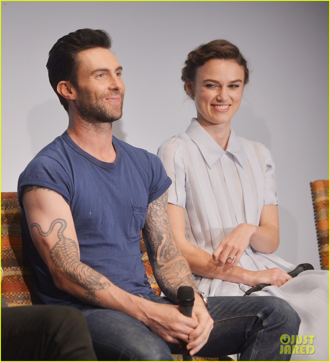 keira knightley cant stop laughing when with adam levine 063144193