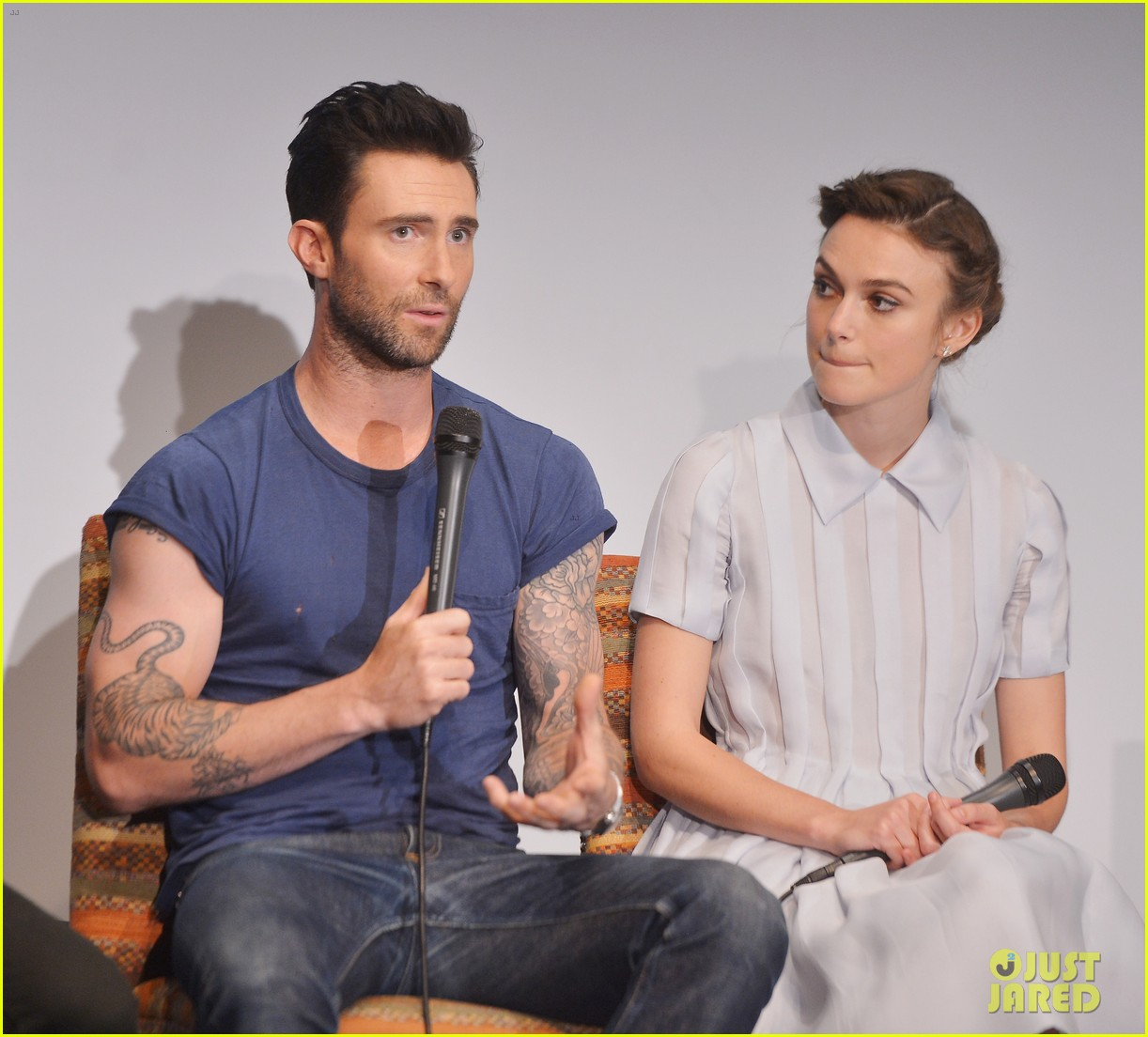 keira knightley cant stop laughing when with adam levine 093144196