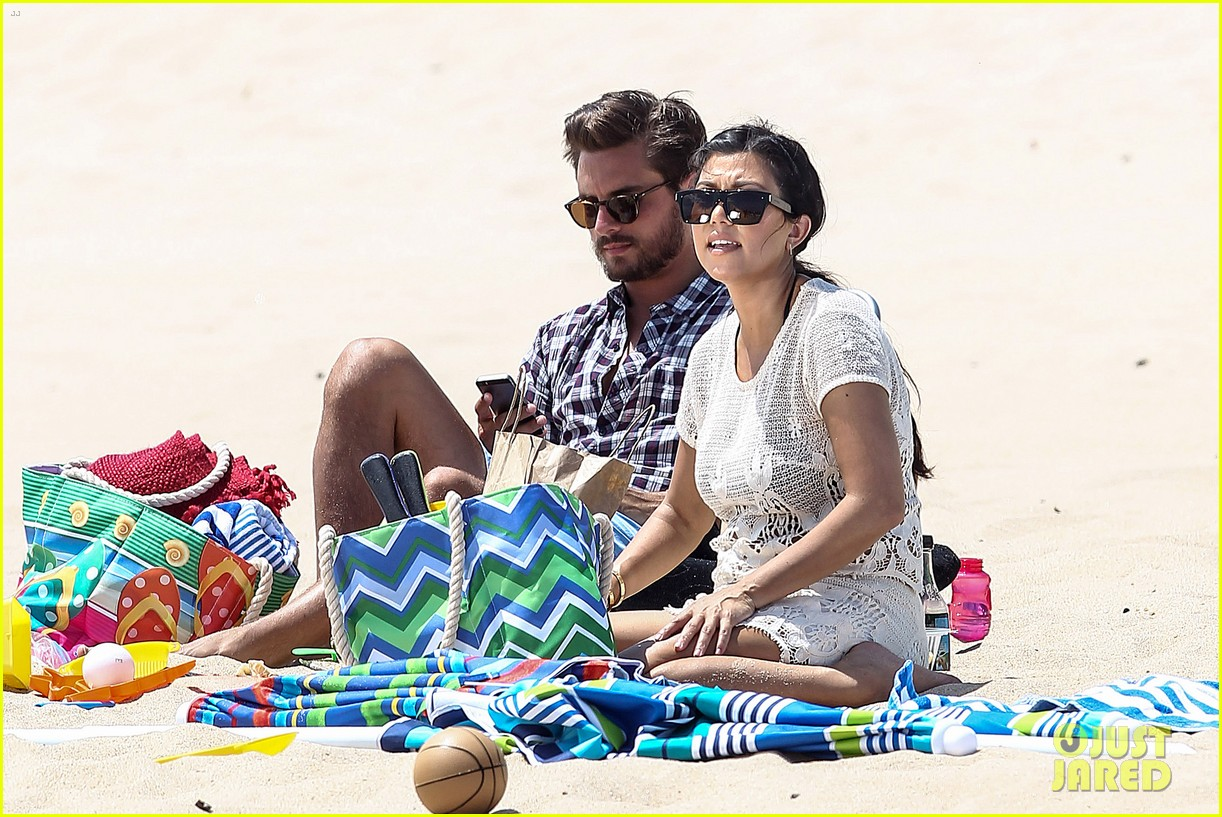 kourtney kardashian scott disick hit the beach breakup rumors 053138290