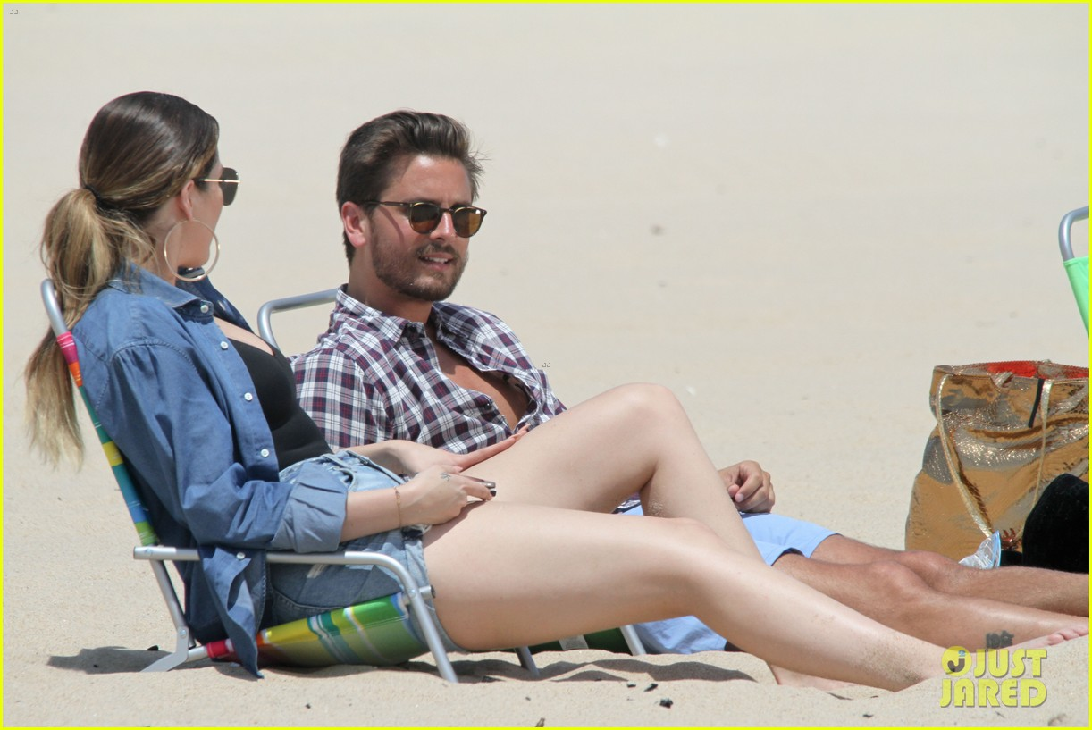 kourtney kardashian scott disick hit the beach breakup rumors 083138293