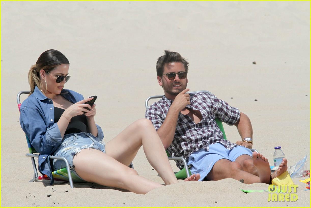 kourtney kardashian scott disick hit the beach breakup rumors 113138296