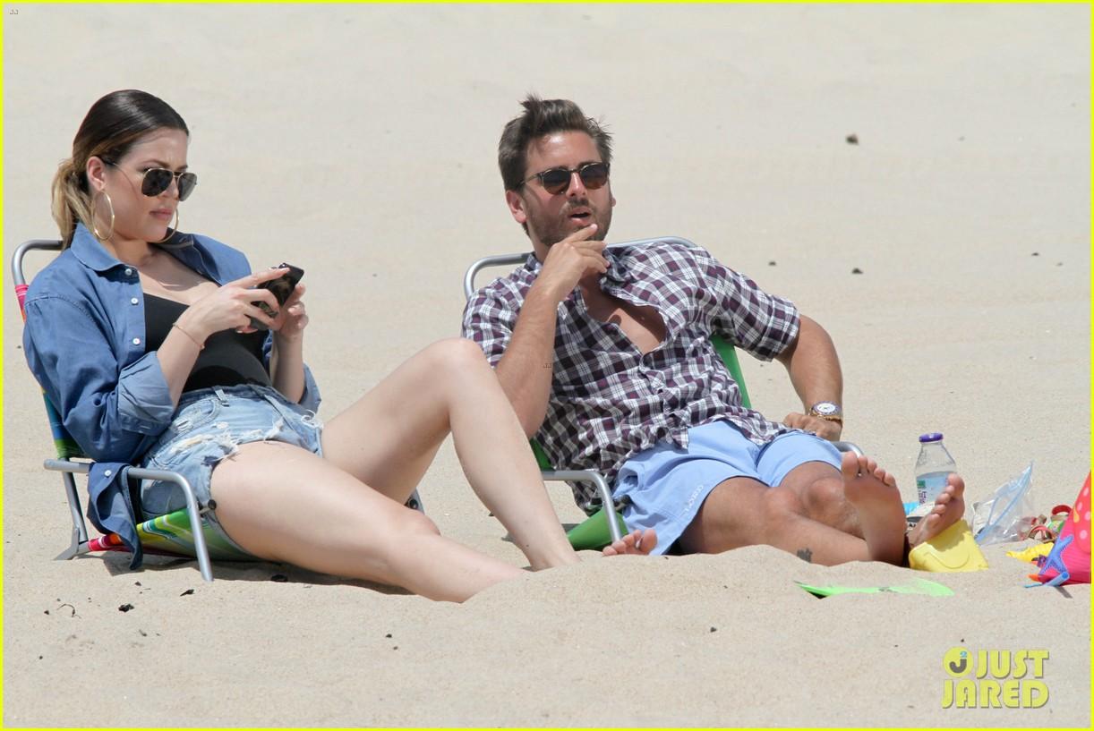 kourtney kardashian scott disick hit the beach breakup rumors 123138297