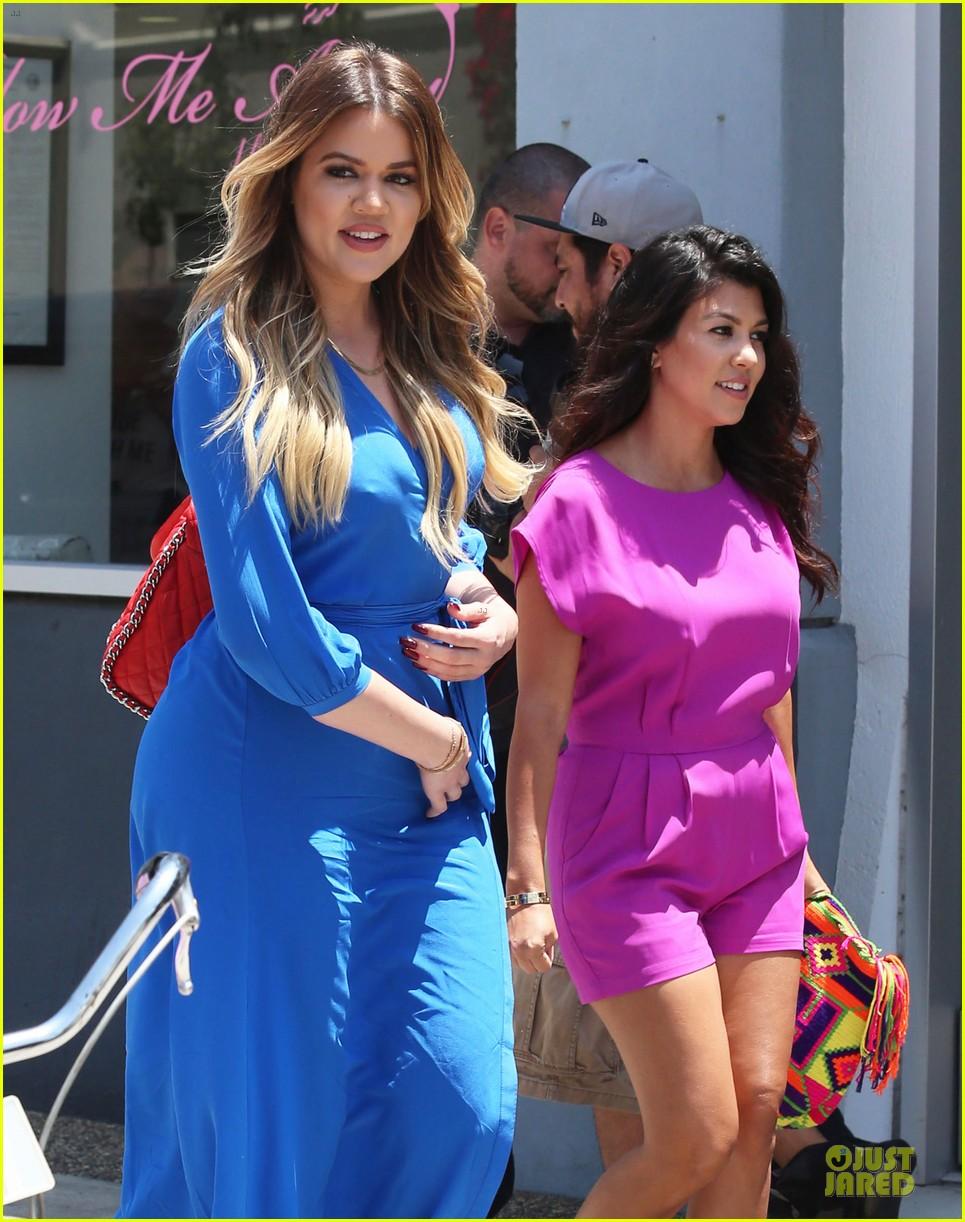 kourtney kardashian flaunts growing baby bump in bikini 023142046