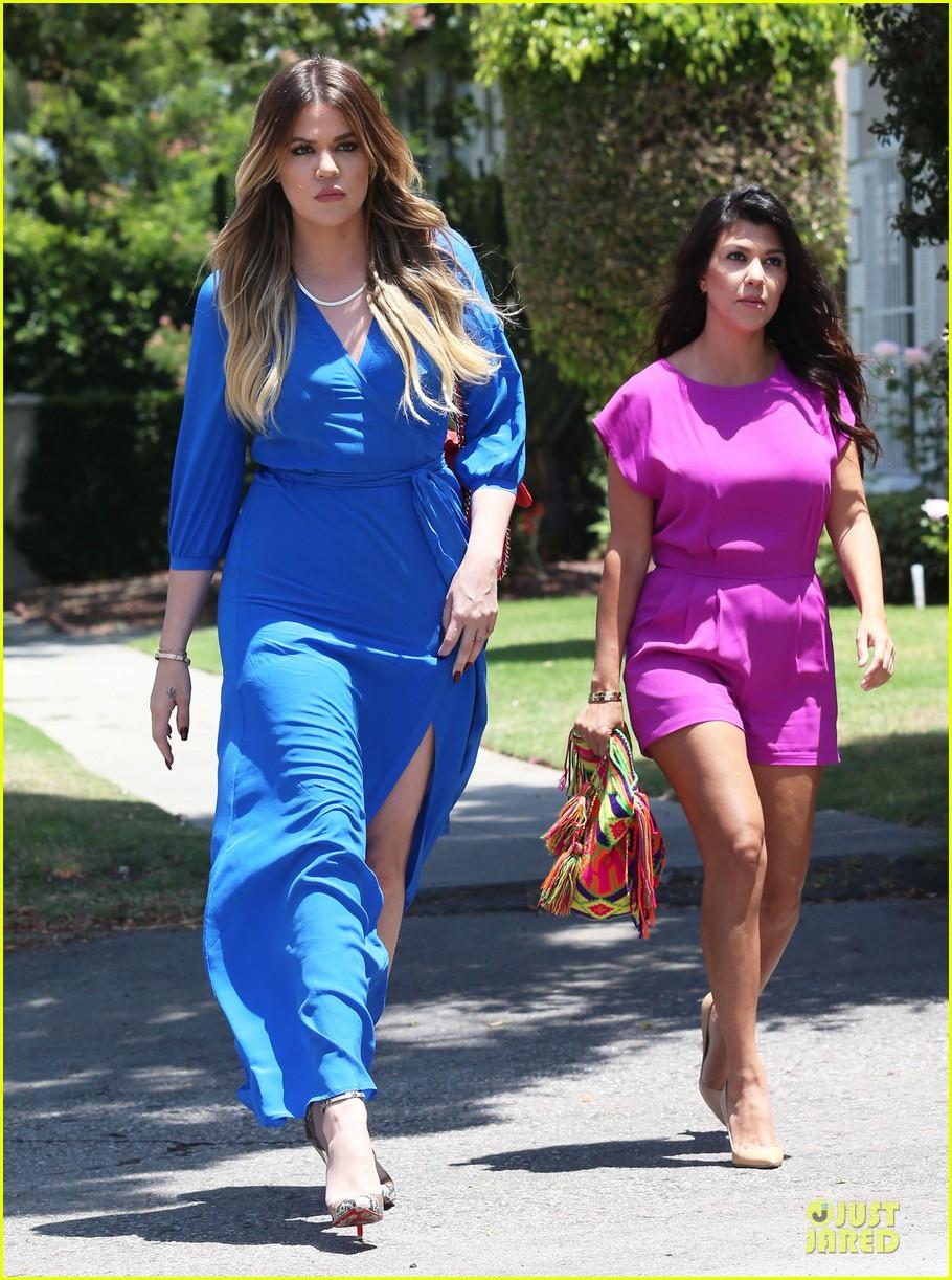 kourtney kardashian flaunts growing baby bump in bikini 083142052