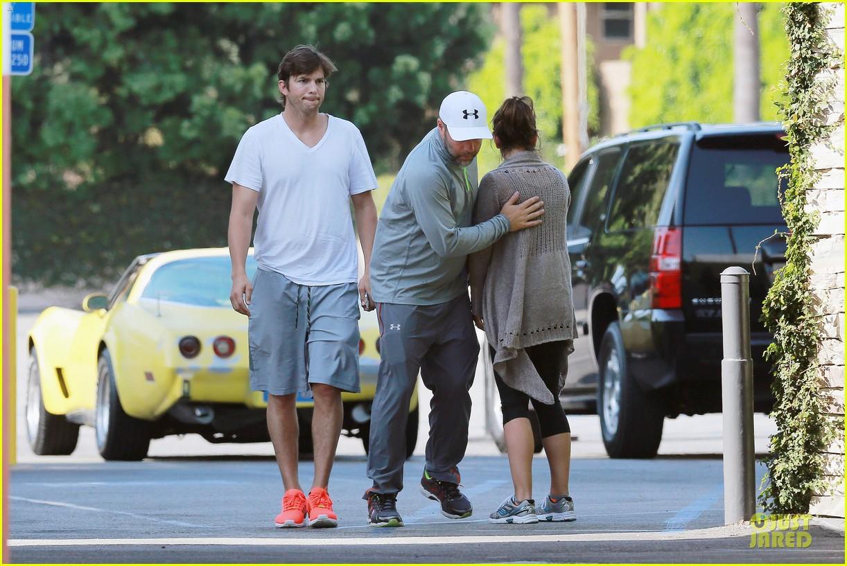 ashton kutcher mila kunis look closer than ever 033130944