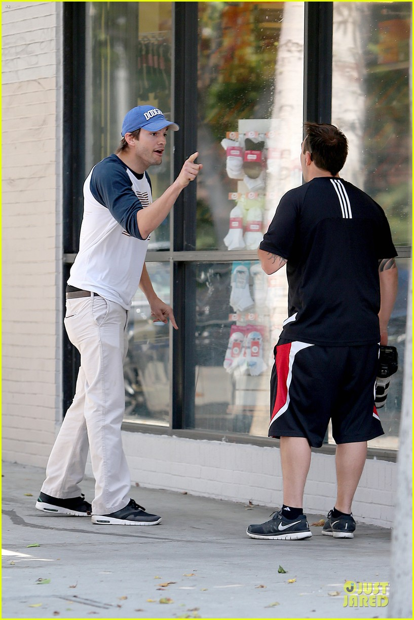 ashton kutcher confronts paparazzi on solo hollywood stroll 03