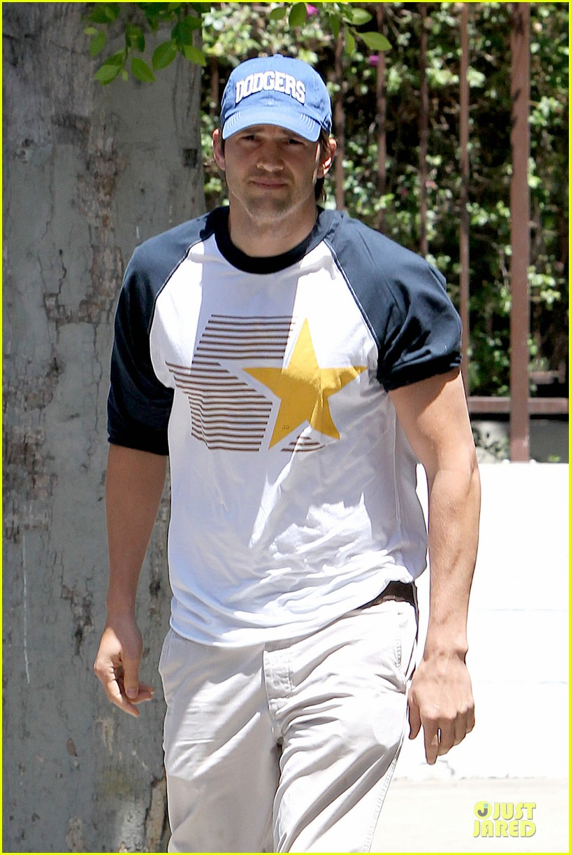 ashton kutcher confronts paparazzi on solo hollywood stroll 083145616