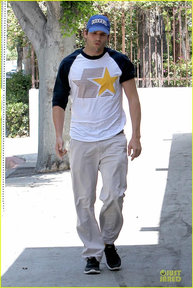 ashton kutcher confronts paparazzi on solo hollywood stroll 243145632