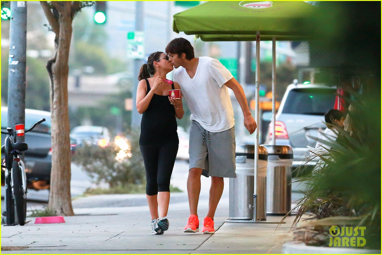 ashton kutcher plants a sweet kiss on pregnant mila kunis 063131528