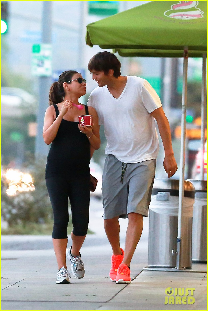 ashton kutcher plants a sweet kiss on pregnant mila kunis 073131529