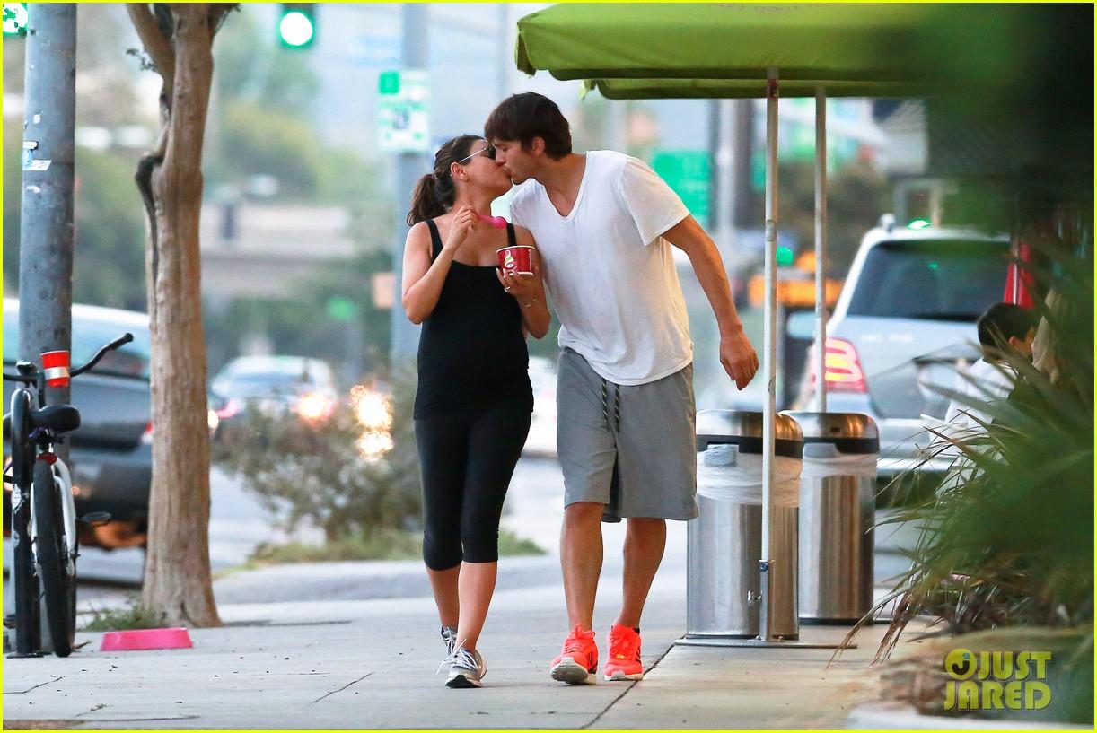 ashton kutcher plants a sweet kiss on pregnant mila kunis 113131533