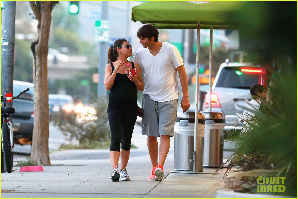 ashton kutcher plants a sweet kiss on pregnant mila kunis 153131537
