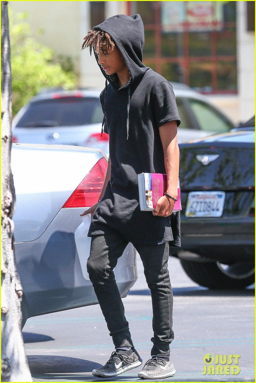 kylie jenner jaden smith eat nearby restaurants 163126390
