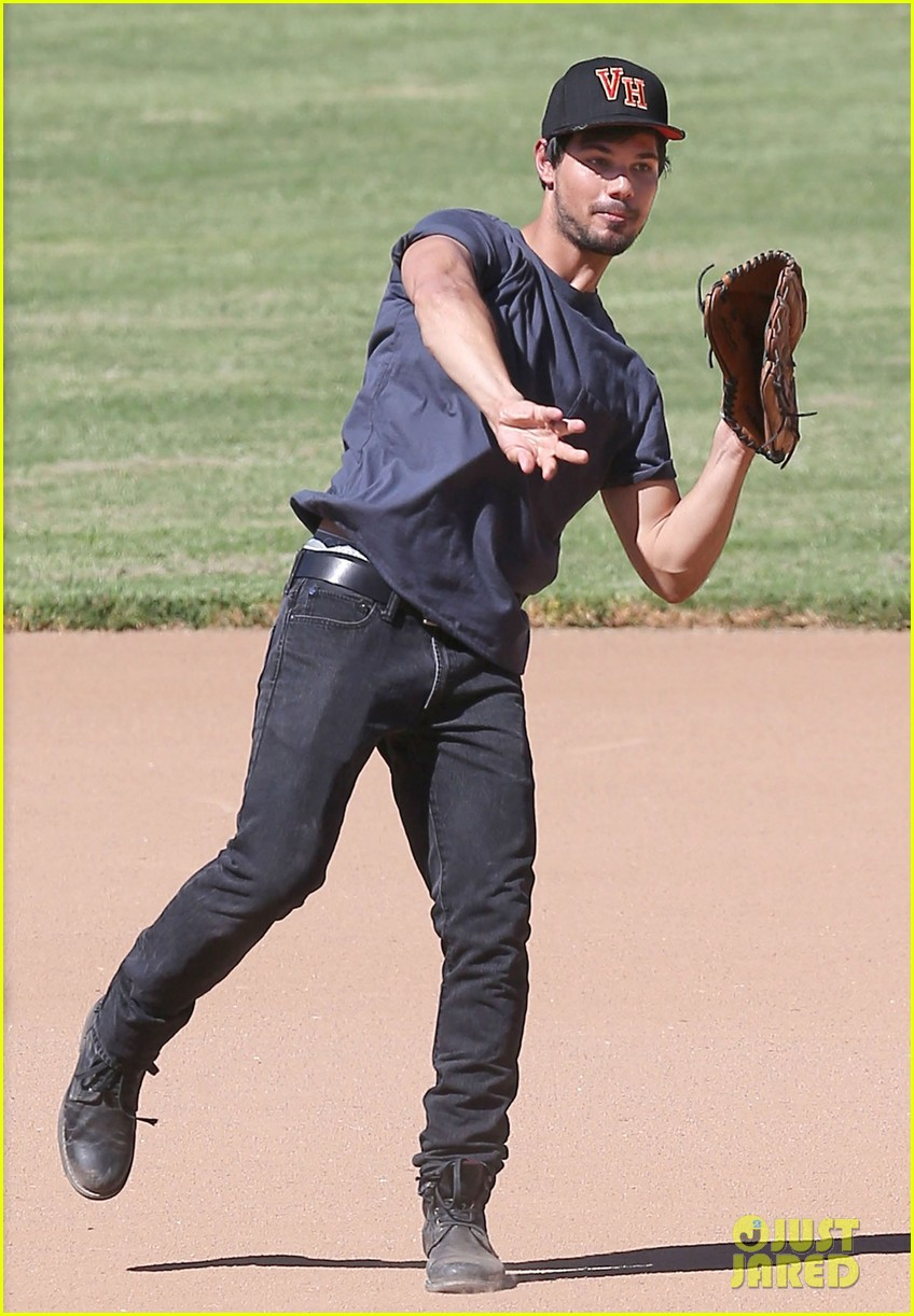 taylor lautner buff arms run the tide baseball pitch 073140538