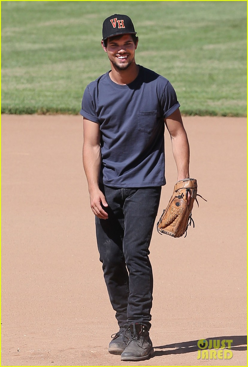 taylor lautner buff arms run the tide baseball pitch 083140539
