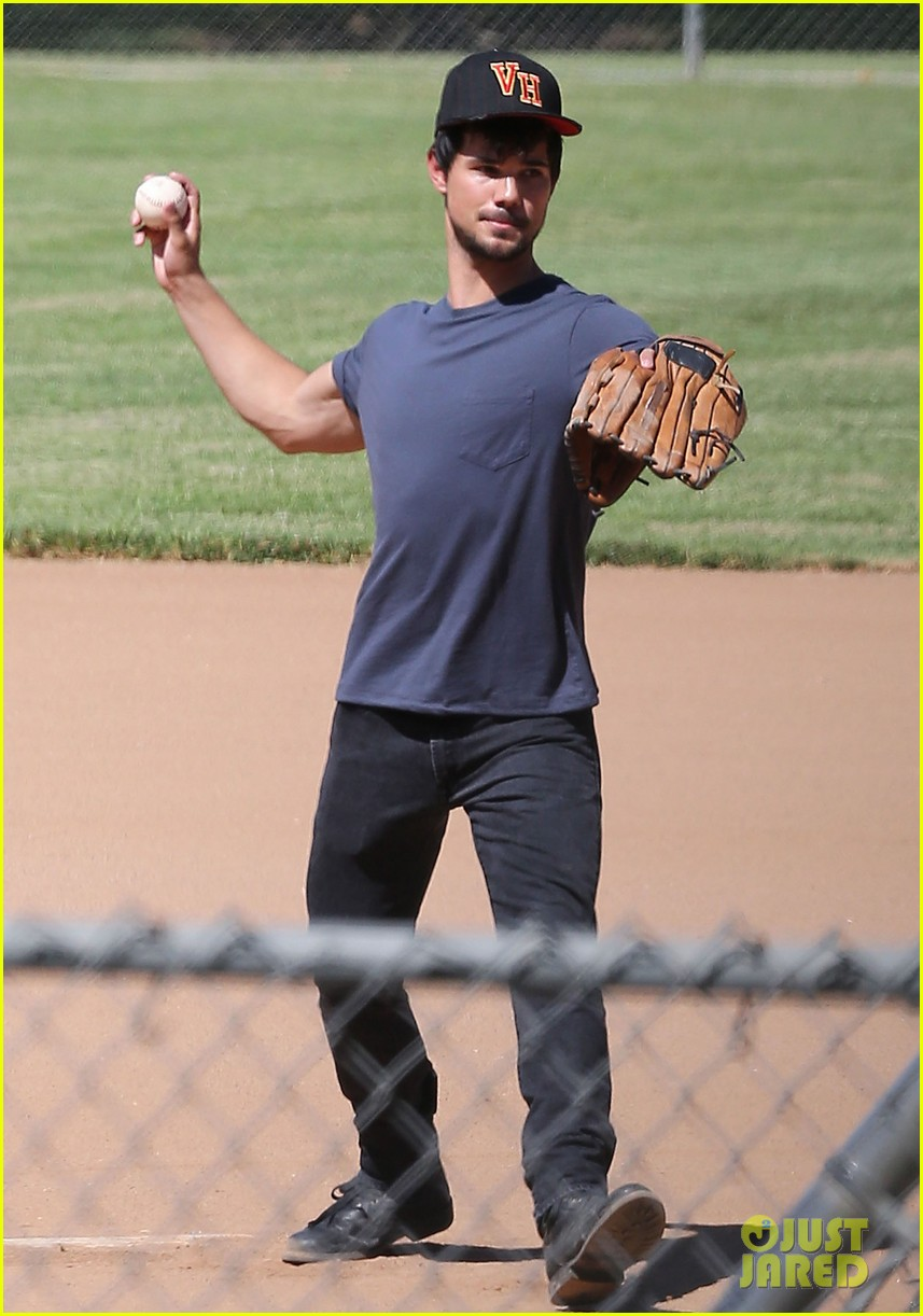taylor lautner buff arms run the tide baseball pitch 103140541