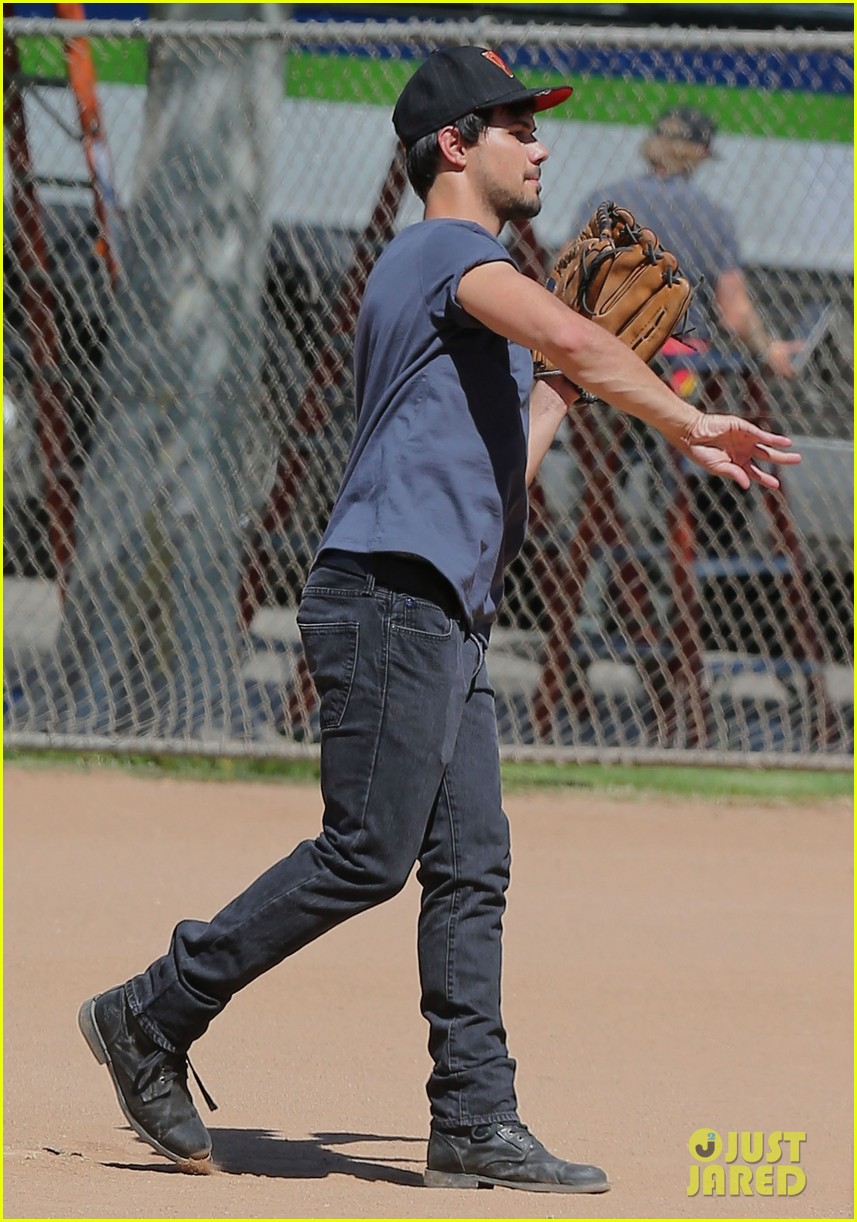 taylor lautner buff arms run the tide baseball pitch 133140544