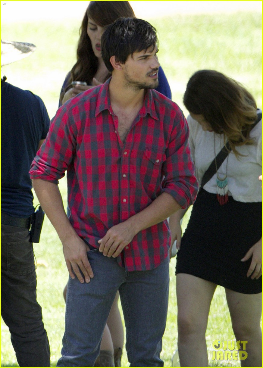 taylor lautner run the tide sexy 02