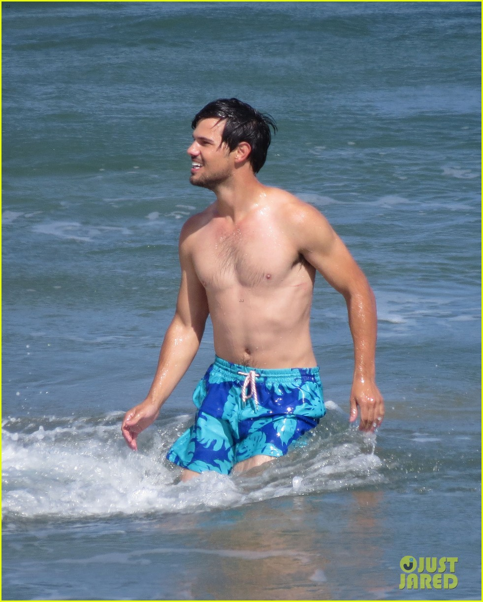 taylor lautner goes shirtless for run the tide beach scenes 293138100