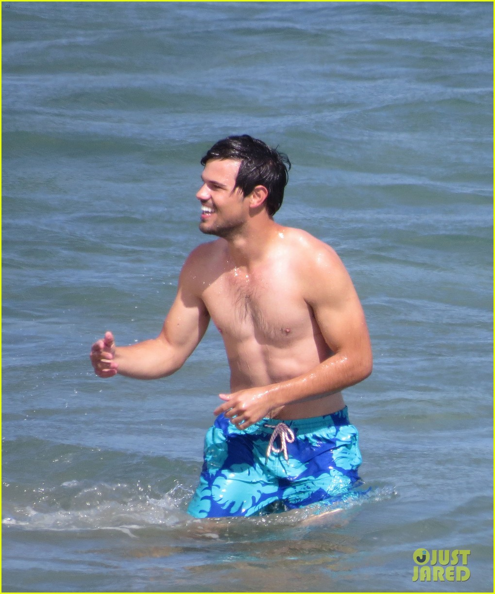taylor lautner goes shirtless for run the tide beach scenes 343138105