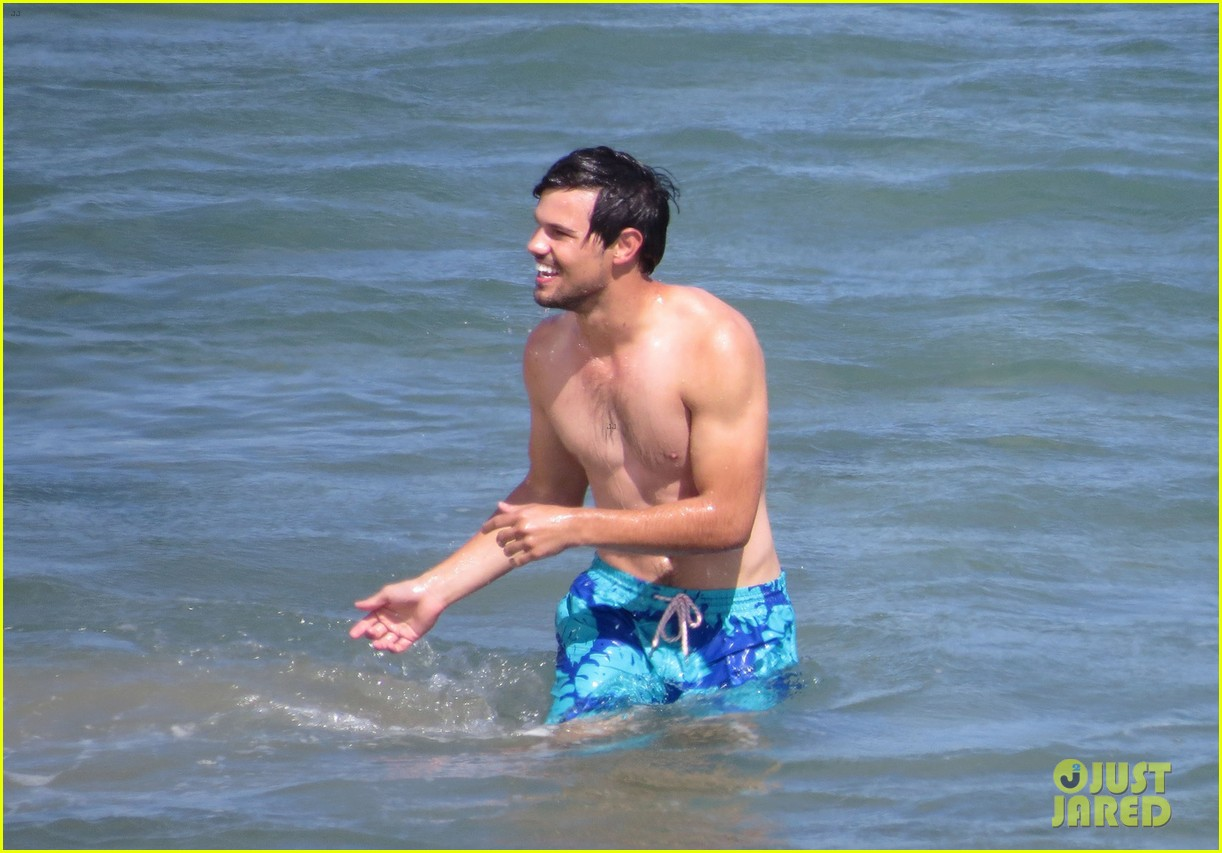 taylor lautner goes shirtless for run the tide beach scenes 353138106