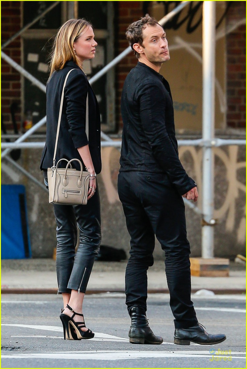jude law alicia rountree spend time together in nyc 093139691