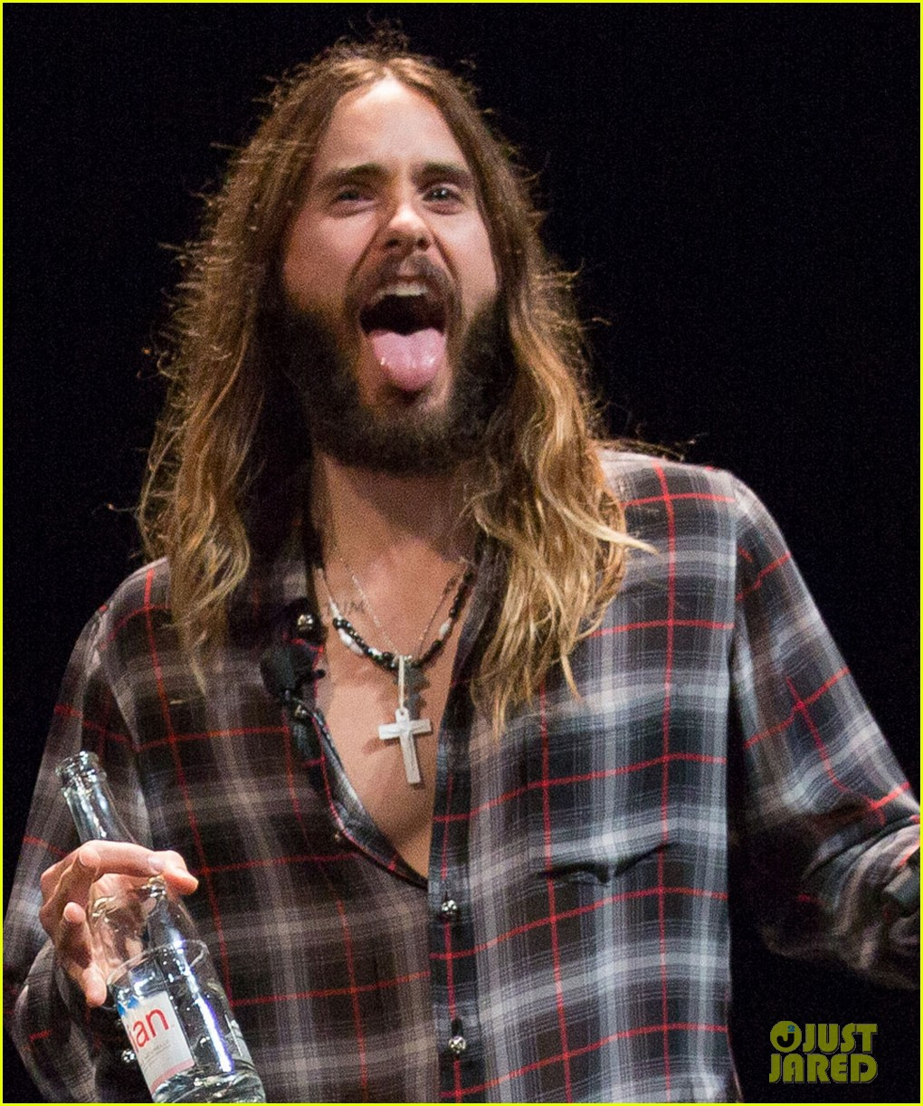 jared leto didnt shave his beard into a pornstache 013138350