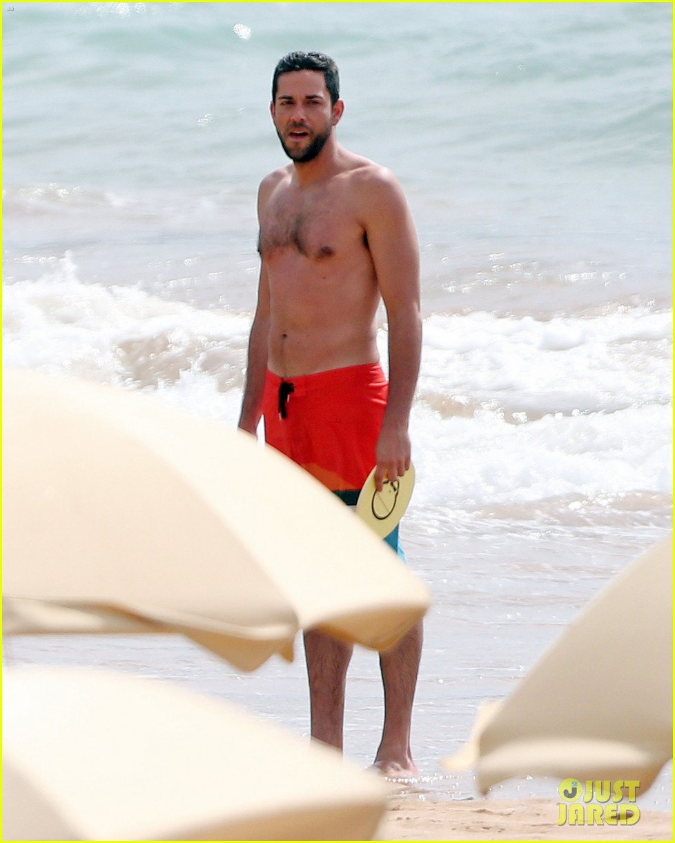 Zachary Levi Goes Shirtless For Hawaii Beach Vacation