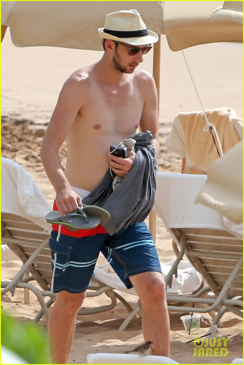 zachary levi shirtless hawaii beach vacation 063134947