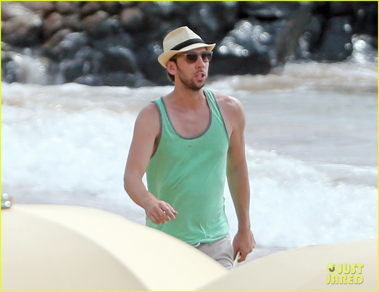 zachary levi shirtless hawaii beach vacation 083134949