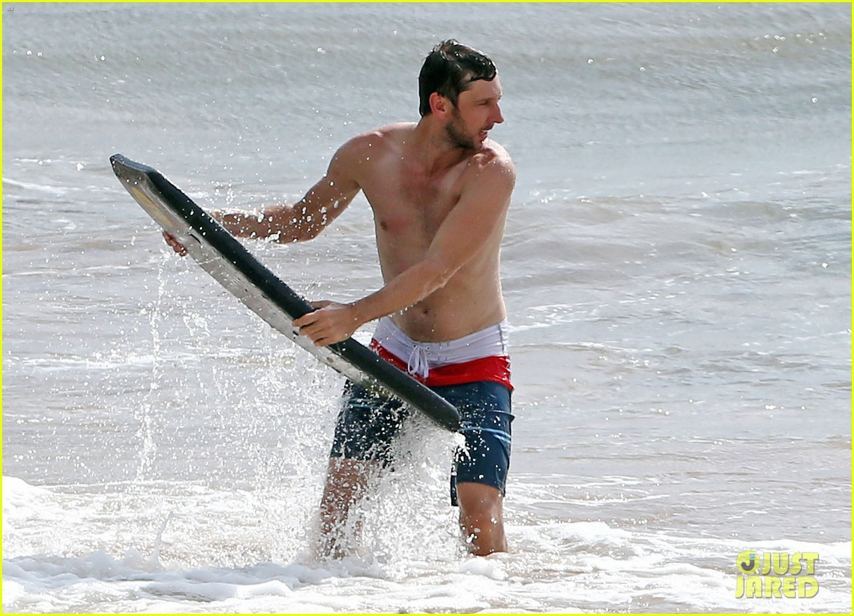 zachary levi shirtless hawaii beach vacation 113134952