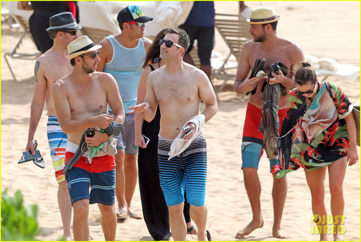 zachary levi shirtless hawaii beach vacation 133134954